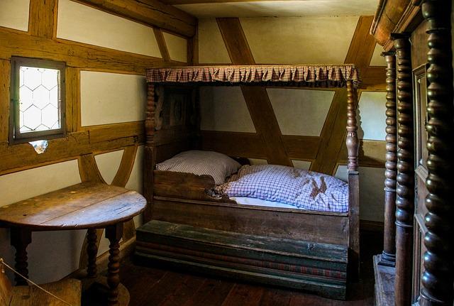 Starodávná postel