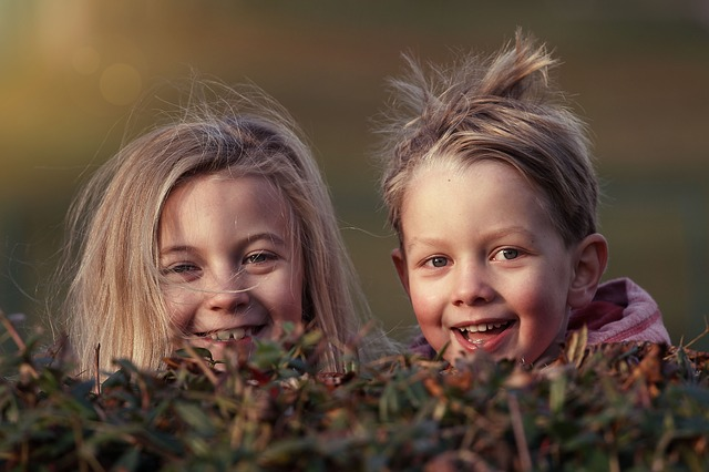 sourozenci