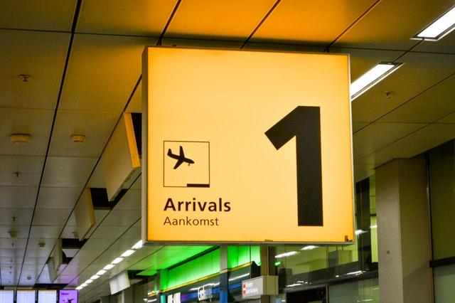 letisko, príchod letu, terminál